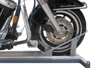 Auto locking wheel chock